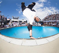 VANS 职业公园滑板赛与滑板传奇 TONY HAWK 正式成为全球直播合作伙伴