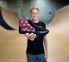 VANS 推出 TONY HAWK 独家定制图案职业滑板鞋款