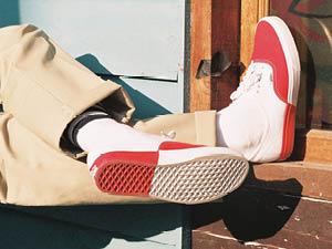 VANS推出全新AUTHENTIC MODERN系列鞋款
